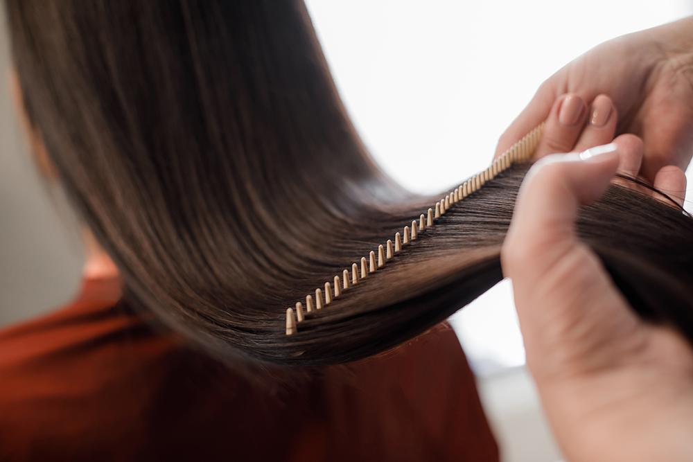 pörröiset hiukset hoito